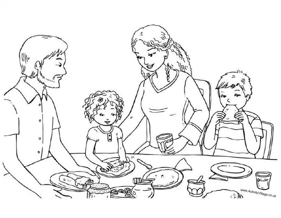 Семья на масленицу испекла блинов